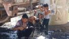 روایت یک عکس  یک دوش خنک با تانکر آب